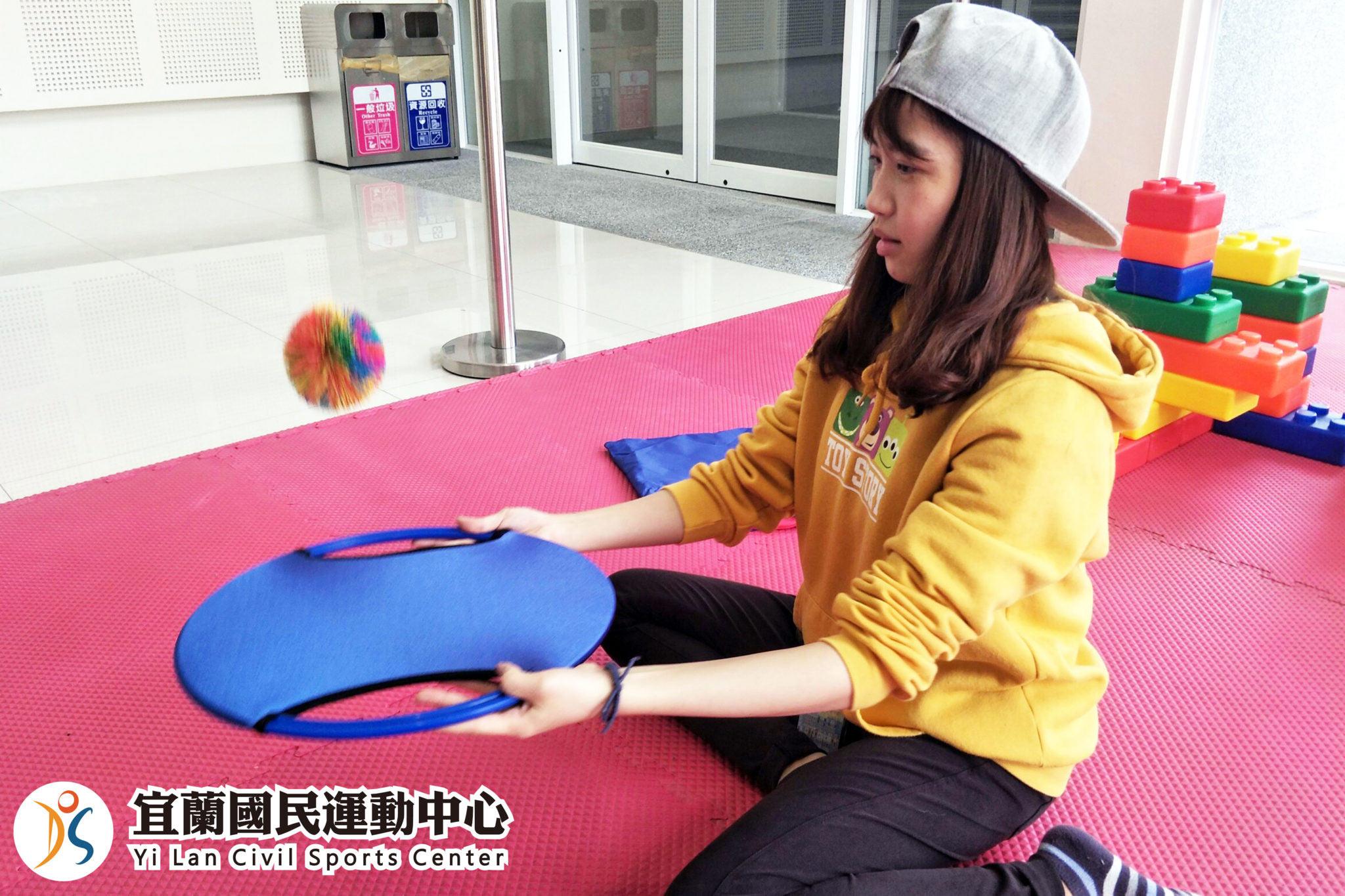兒童遊戲區-學員玩遊戲球(jpg)