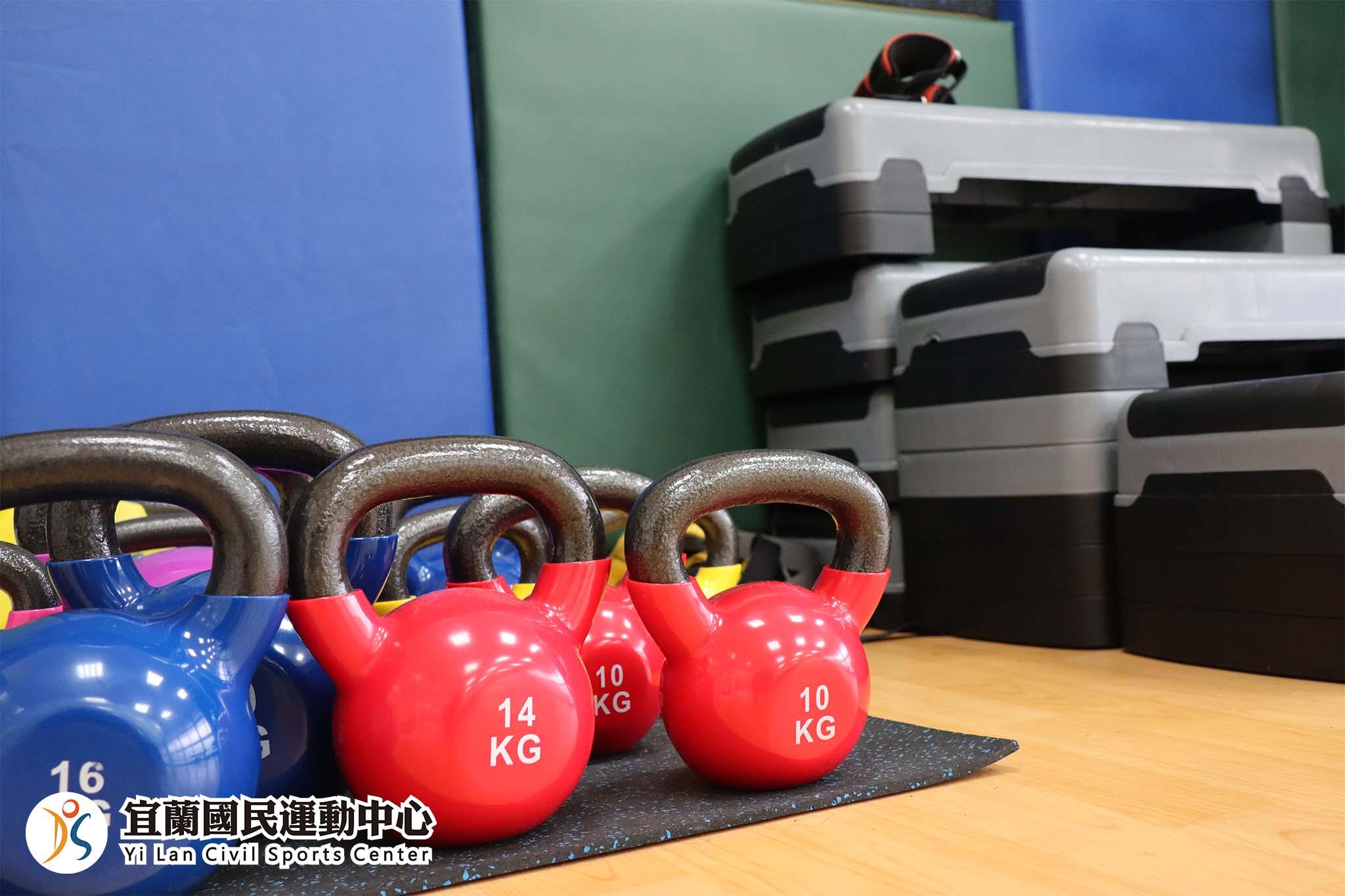 體能訓練室壺鈴器材(JPG)